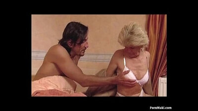 Noldea Dahlia is a granny with a lovely cunt and rides cocks