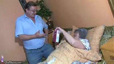 Grandpa fucks young granny with laptop