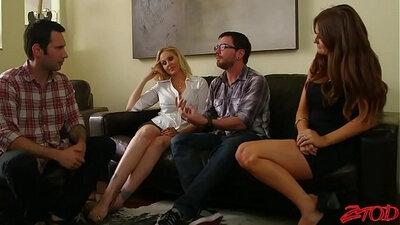 Threesome Cougar Girl Rough Fucking on Her CUMMASKING