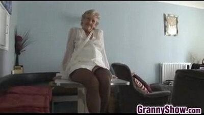 Mature granny gets pussy kinky fucked