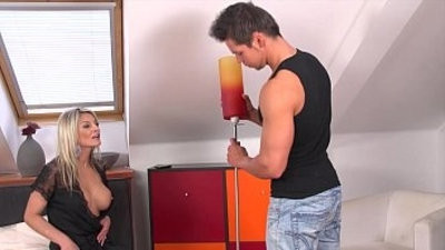 Klarissa Leone gets a big spunkload