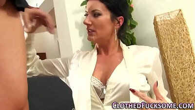 Cuckolding eurobabe gets cum in mouth