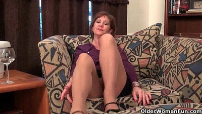 bitch mommy torii with hard nipples gets her shaved
