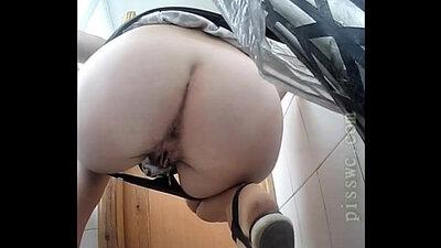 MyREALGIRLS voyeur girl pissing inside the bathroom