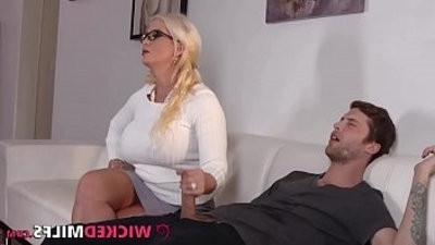Grateful Step Mom Alura Jenson Sucks cock and Fucks Her Daughters beau