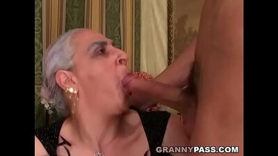 Young granny oldglasses with big saggy cocks eats in threeway
