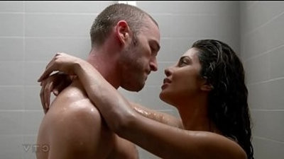 Jake McLaughlin dual kiss scene Priyanka Chopra Alex Parrish Quantico tv series