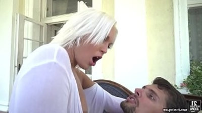 Cecilia Scott likes deep in her asshole penetration