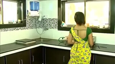 Beautiful Mabuba bceekopolislines show her enormous boobs and gazoo