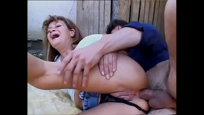Curvy milf Marsha OC didn´t want to leave her parents alone