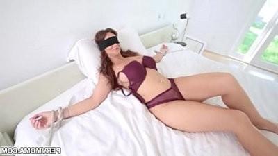 Hot MILF Syearen De Mer gives an epic suck off