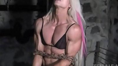 Femasculine bodybuilders muscles strain abuildupst chains