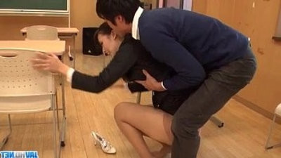 filthy instructer Yui Oba goes sleazy on a tasty shaft