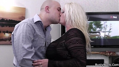 Blonde Bisex Deliveuse These Breaking Pouring Ladies Six For This Girl