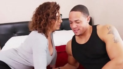 Big pouched sara jay getranssexual pussy pounding by football jock