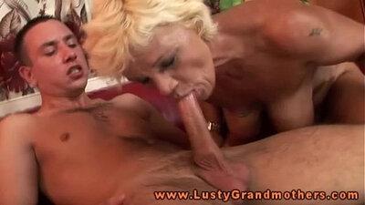 Amateur blonde granny gets an amazing blowjob