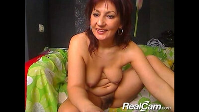 Brunette mature shaved on webcam