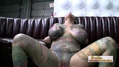 Tattooed Omaha MILF hardcore