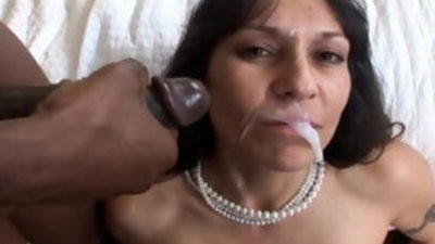 Mature black cock gets a manhogam facial in Hot Mom cunt Video