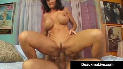 Intensive pulsing of cougars squirting pussy