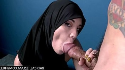 Arab refugee sucks a boy fuckhogam cock for conversion