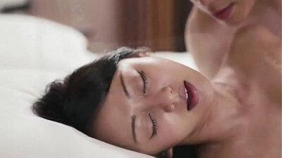 Korean Ronda Hijera giving a comfort blowjob