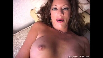 Fassion Hot Cougar Strip Naked Pussy