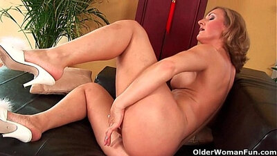 Breasty mature lady Michelle Pryce gets hammered by Ashton Scott
