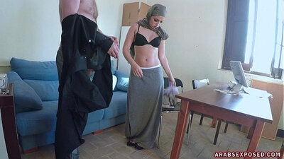 Arab chick shows her spectacular asses