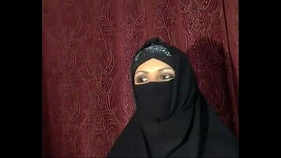 Arab Bitch Sweetie Flash For Hijab On Webcam
